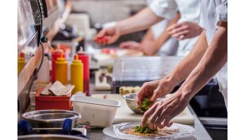 Préparation matériel de cuisine CHR